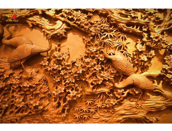 Ý Nghĩa hình ảnh chim hạc và hoa mai trong điêu khắc gỗ mỹ nghệ