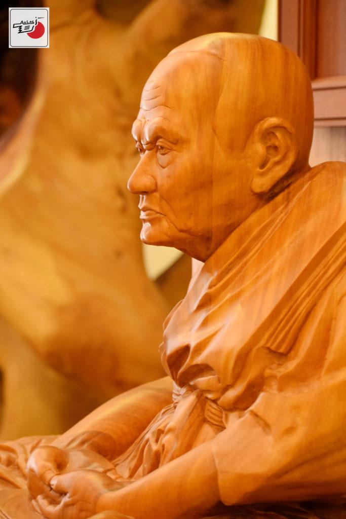 chân dung điêu khắc gỗ