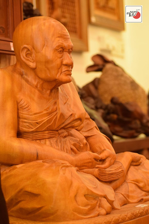 tượng gỗ nhà sư thái lan
