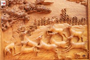 Tranh gỗ tùng hạc hươu nai