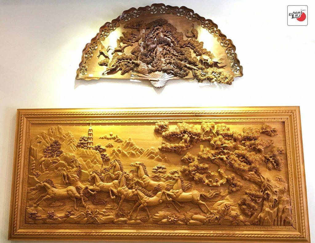 tranh gỗ Bát mã và ý nghĩa phong thủy