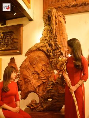 tranh gỗ mẹ nguyện cầu