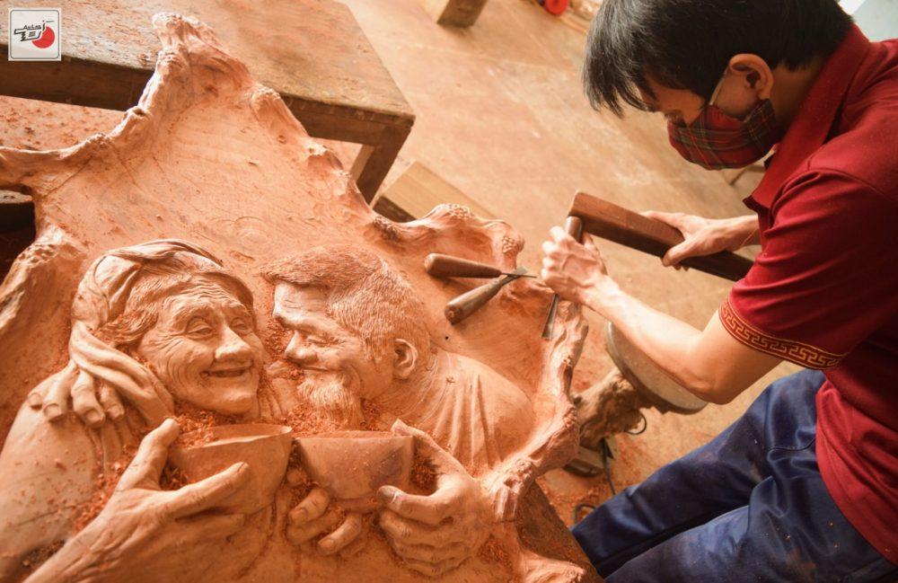chân dung vợ chồng già điêu khắc gỗ
