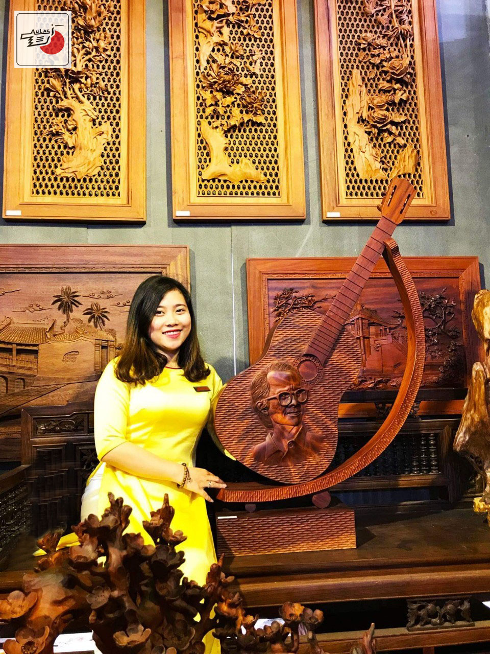 tranh gỗ đàn Trinh Công Sơn